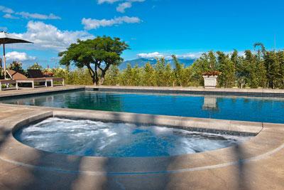 Pool + jaccuzzi at Lumeria